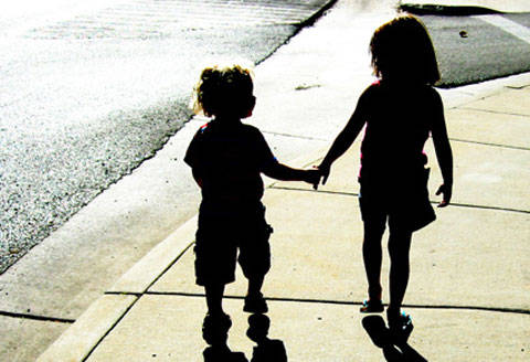 9 Tips on How to Raise Siblings Who are Friends